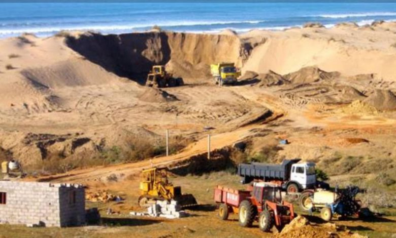 How Sierra Leonean Sand Miners Are Challenging the Sea to a Duel